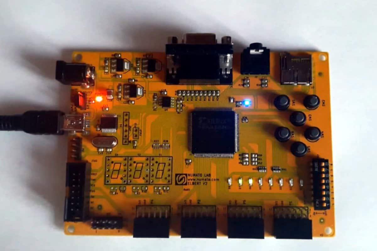 DCE Q818 - czyli kolejny procesor w FPGA