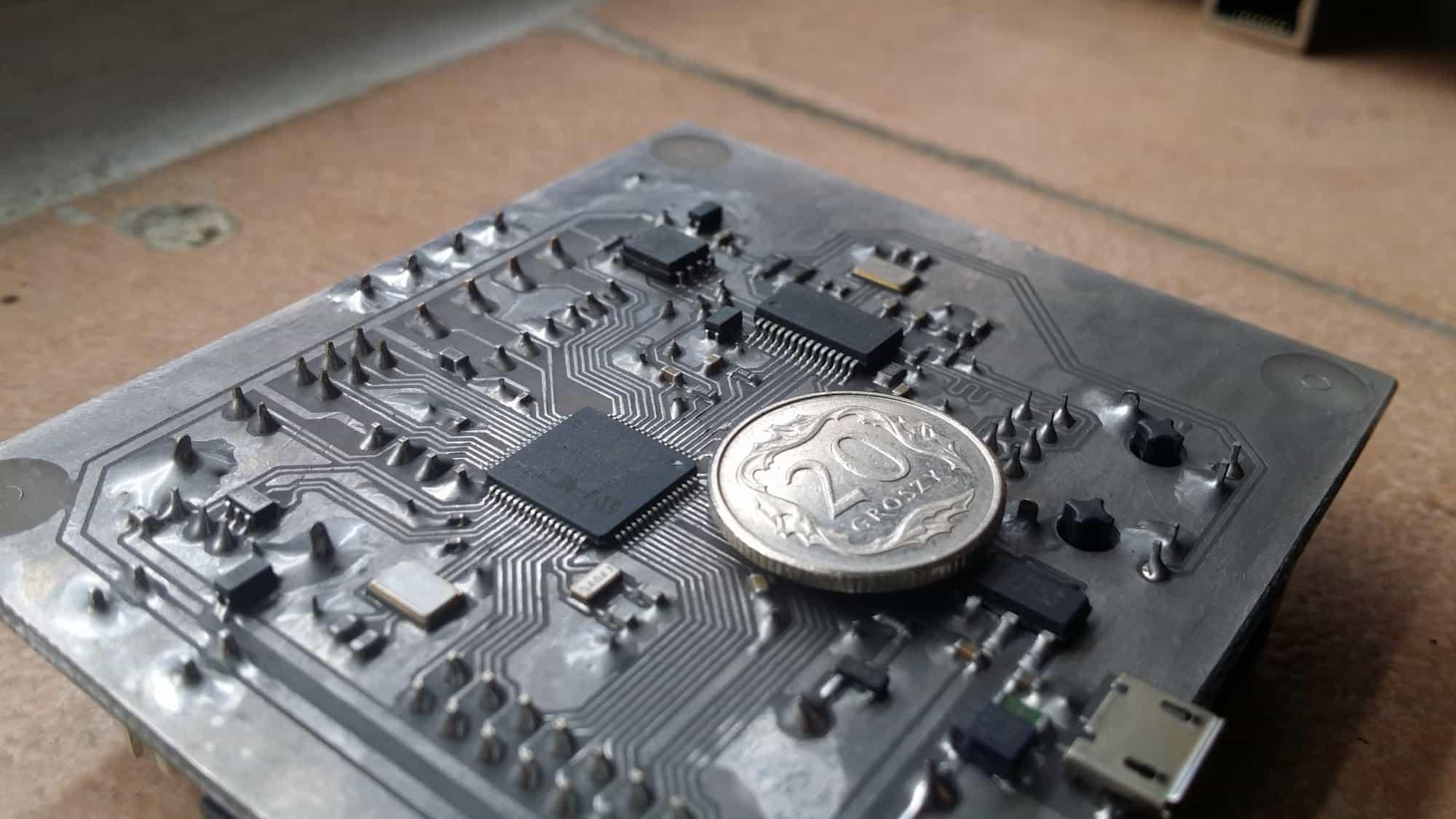 Płytka prototypowa/moduł wykonawczy na PIC32MX440F512H