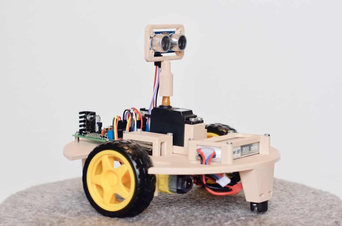 Robot unikający przeszkód z regulacją napędu silników prądu stałego