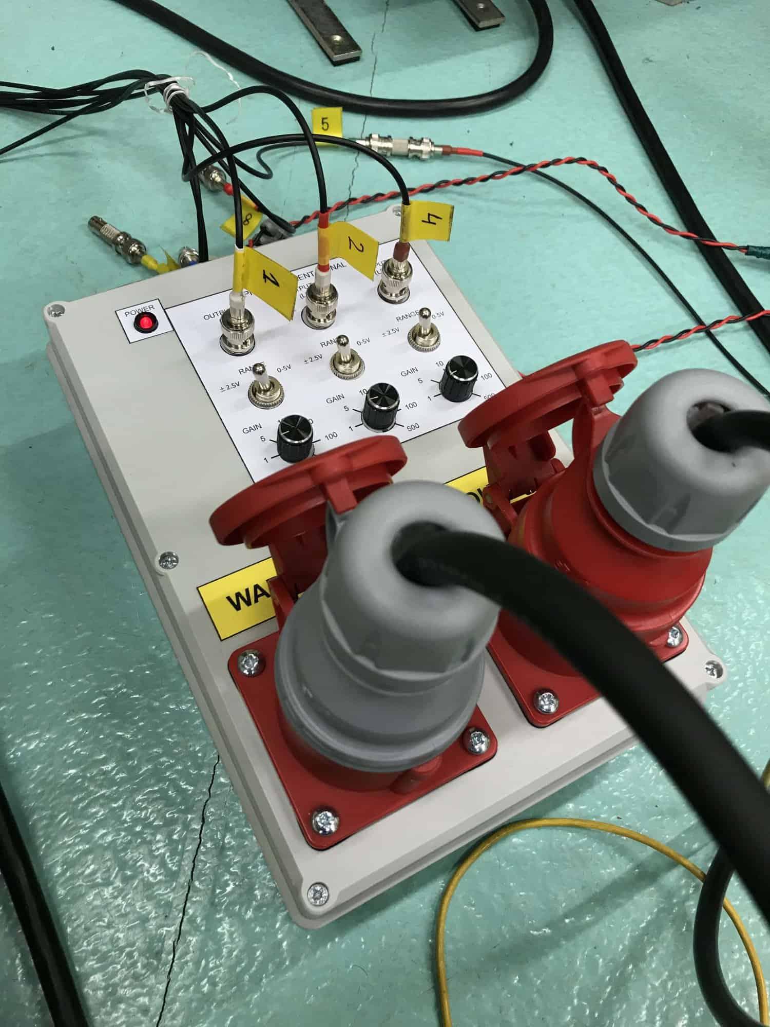Urządzenie do monitorowania prądów fazowych silnika elektrycznego