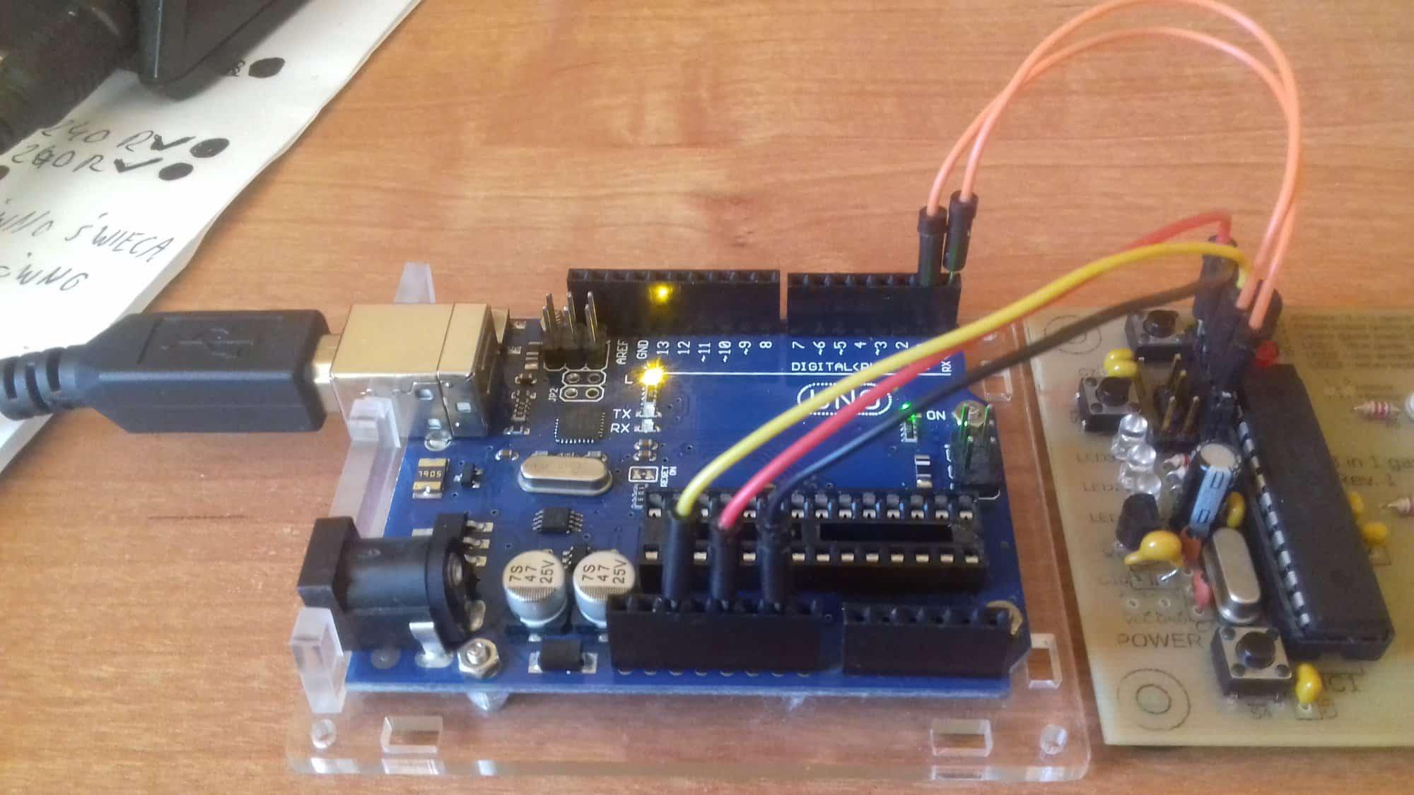 Sposoby wgrywania skeczy z Arduino IDE w gotowych projektach. Zamiana procesora w Arduino UNO i jego klonach THT 28pin
