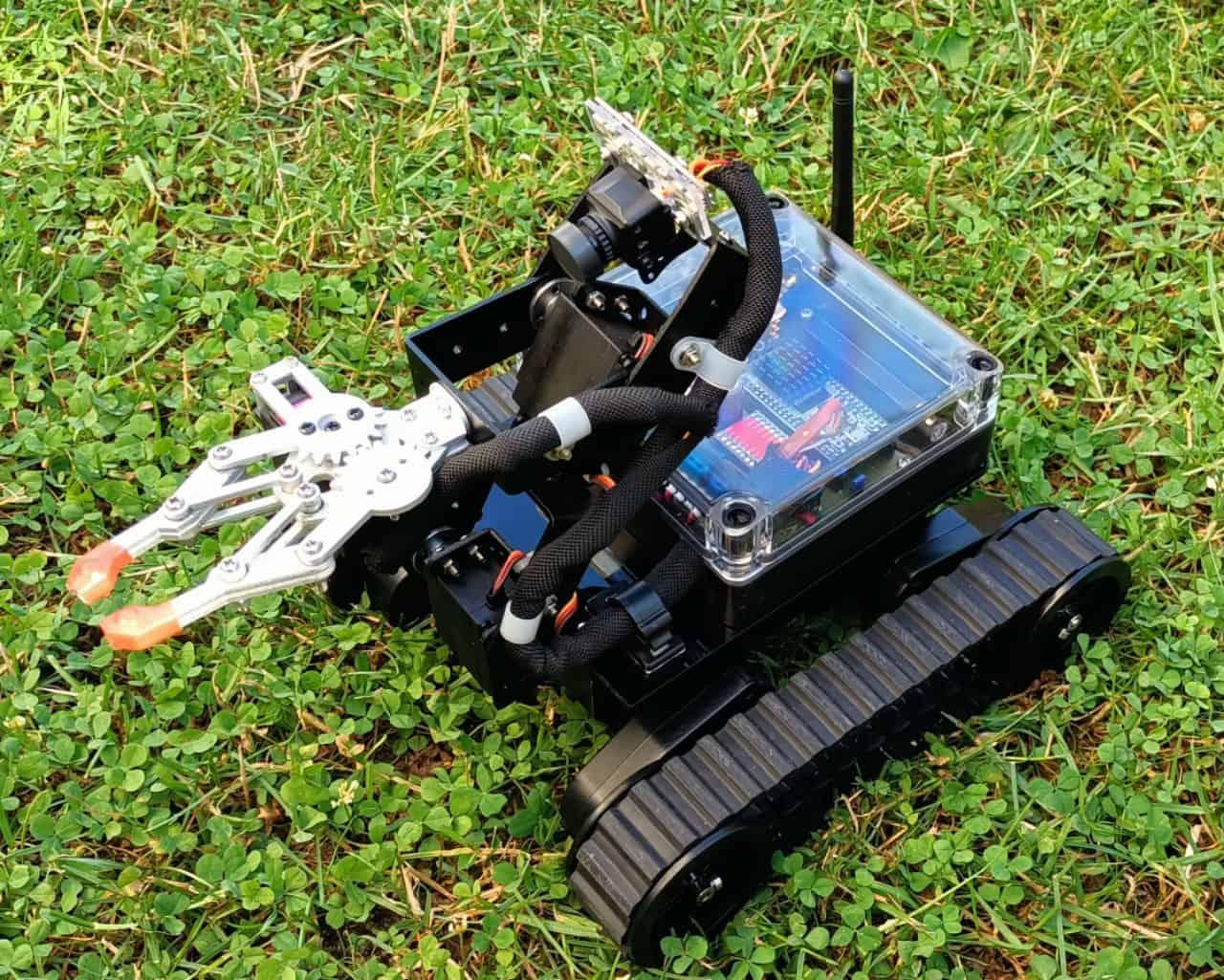 ESPoBOT czyli robot mobilny RC z chwytakiem i kamerą FPV